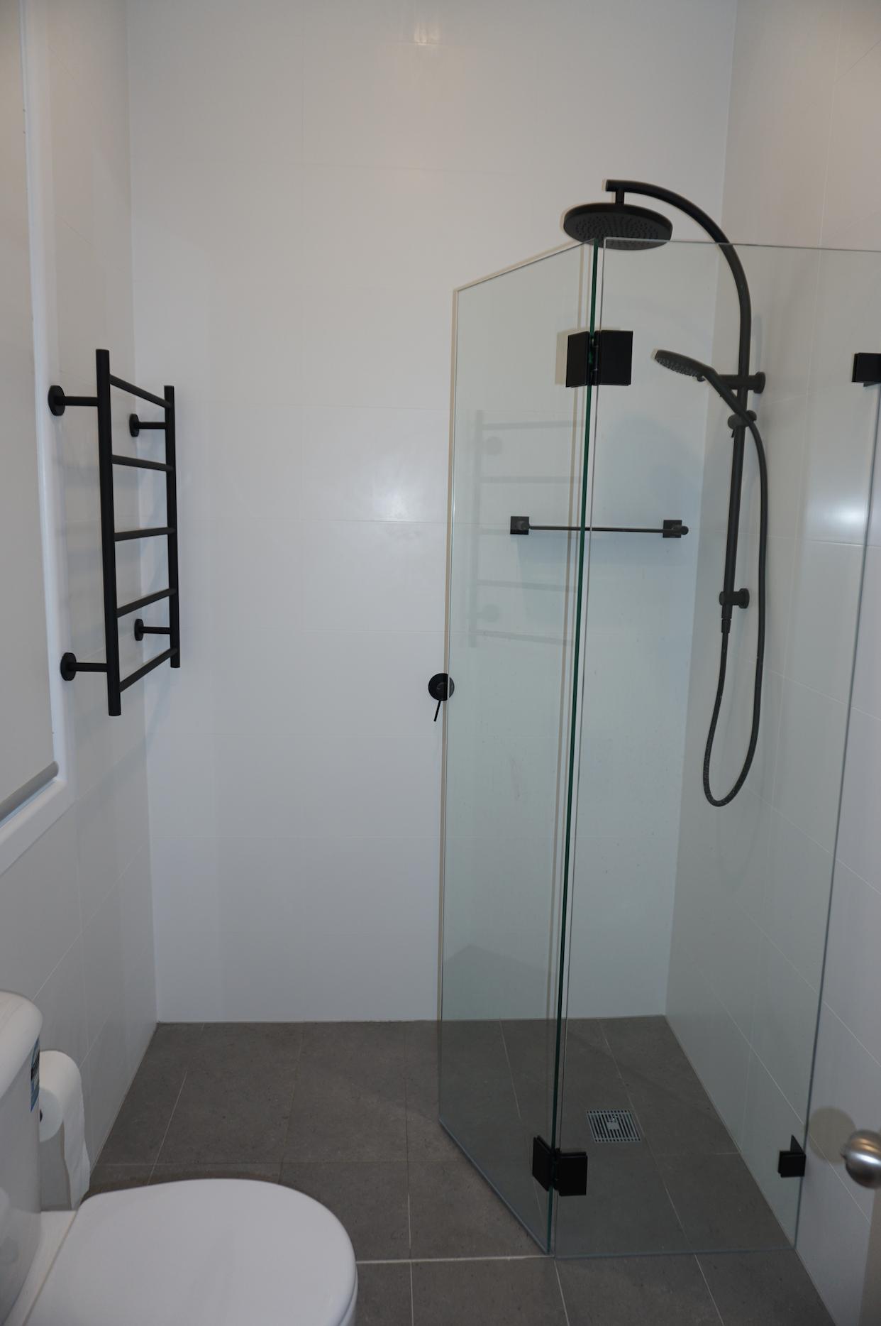 Luke\'s Bathroom & Ensuite Renovation Photos